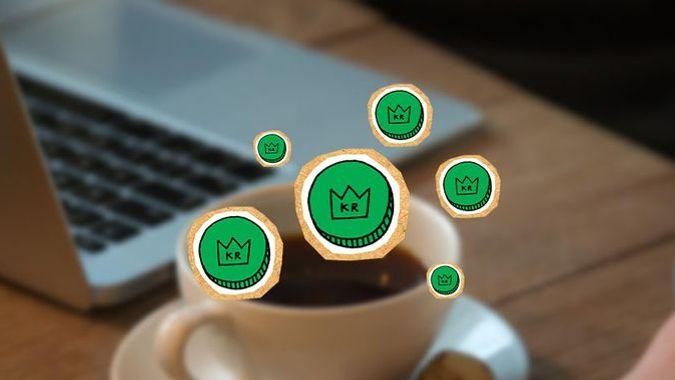 Grønne kroner over skrivepult