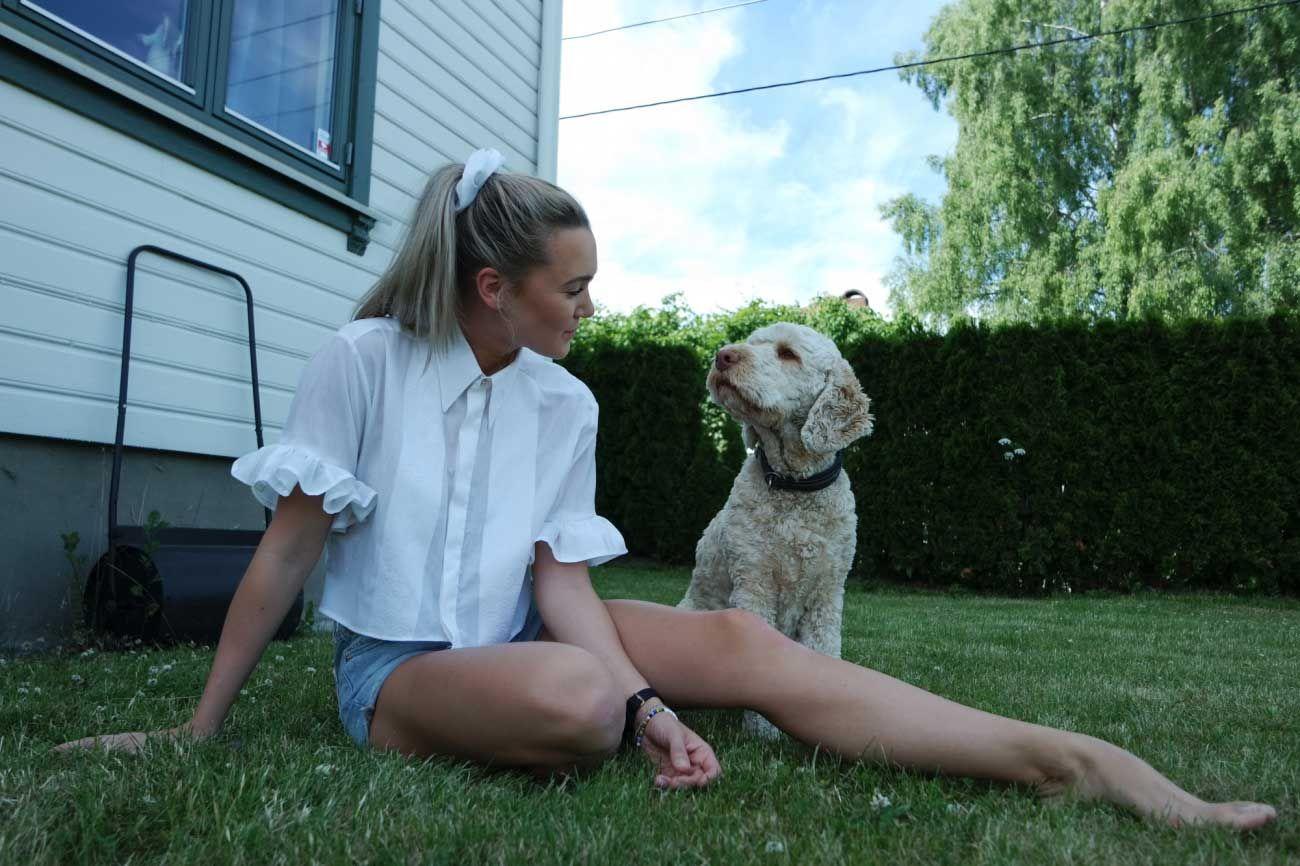 ingrid bergtun med en hund