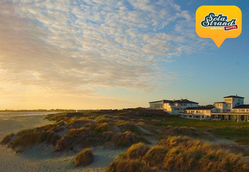 sola strand hotel ved solnedgang