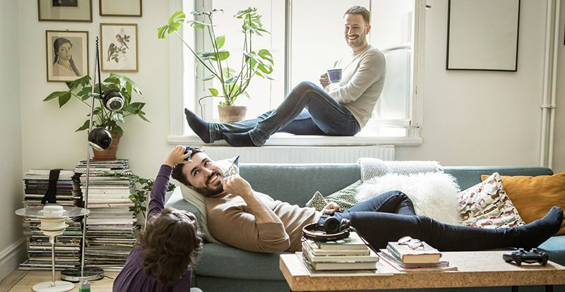 tre mennesker i en leilighet if bate