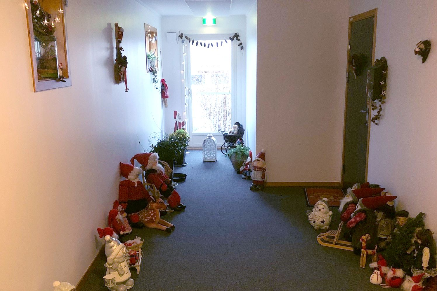 Julepynt i gang i boligblokk