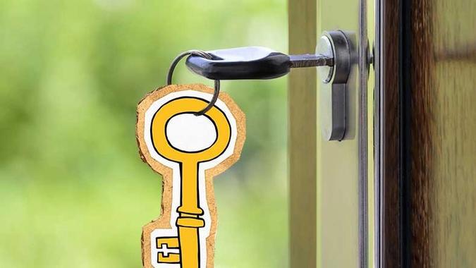 Illustrasjon av nøkkel i dør