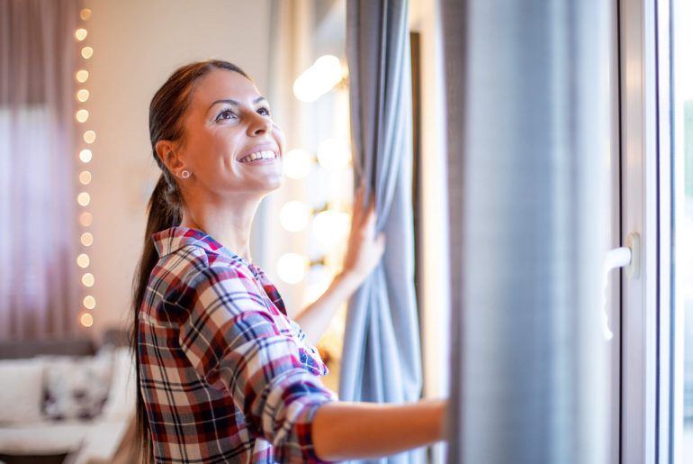 5 Easy Ways to Hang Curtains Without Drilling