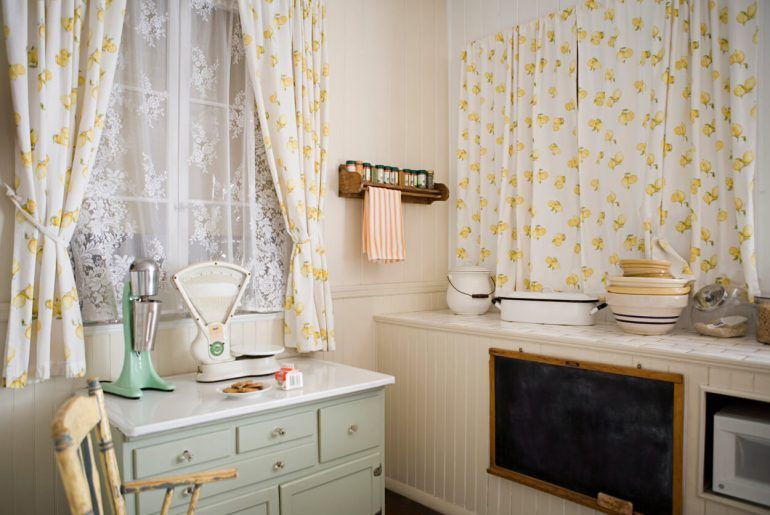 How to Style Cafe Curtains In Your Home