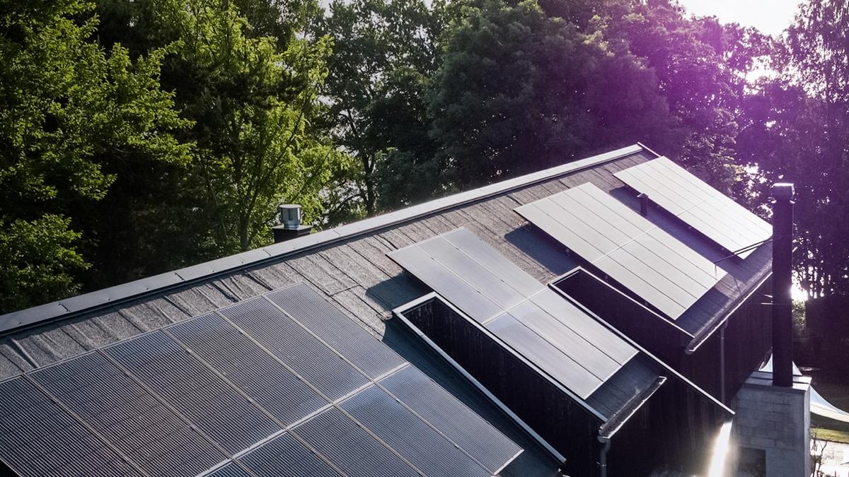 Solcellepanel på tak