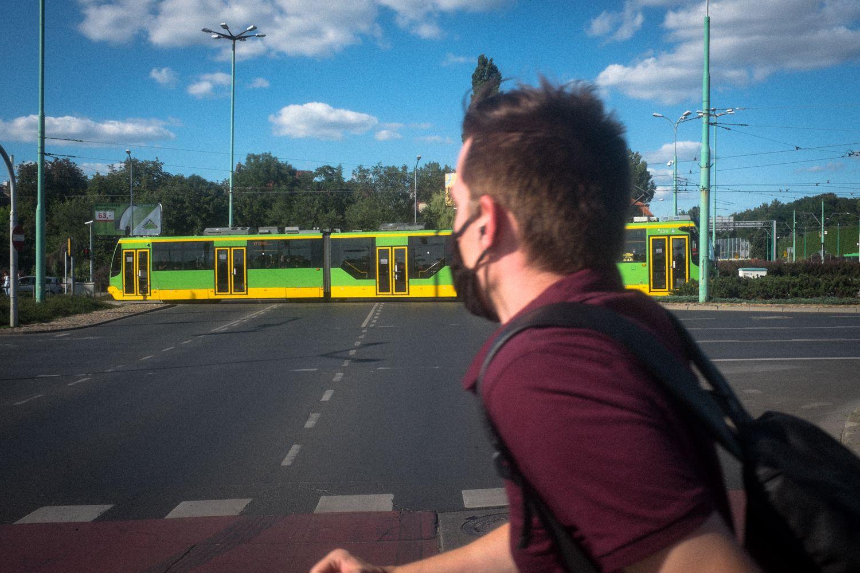 Moderne Straßenbahn in den Vororten von Posen