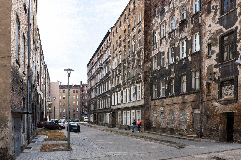 alter und unrenovierter Wohnblock in Breslau