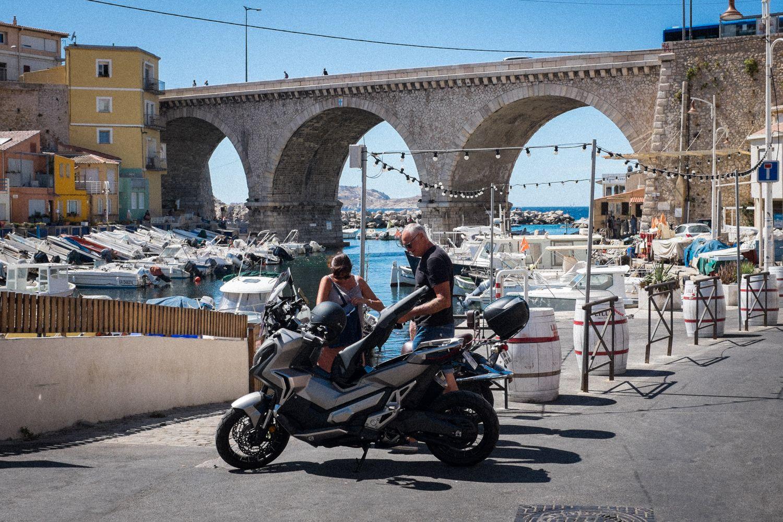 Kleiner Yachthafen in der Peripherie von Marseille