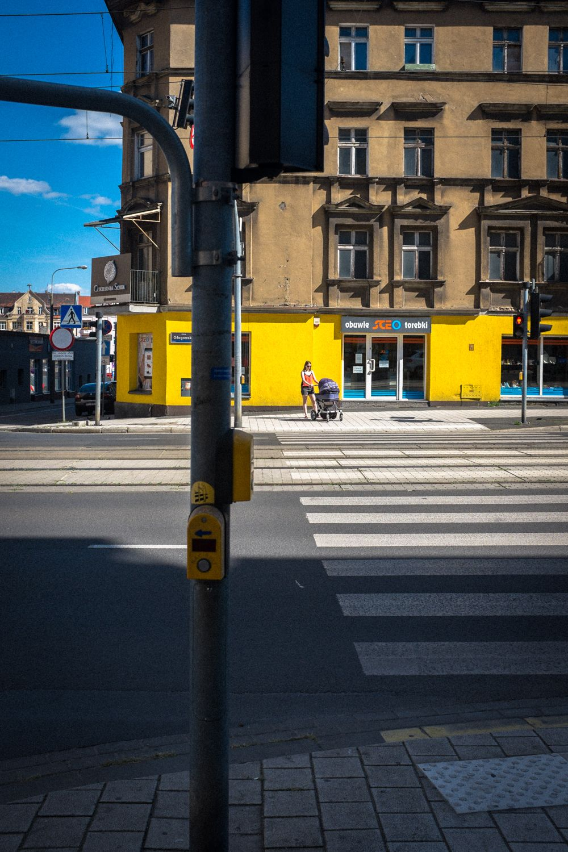 Straßenkreuzung mit Zebrastreifen im Stadtviertel Rynek