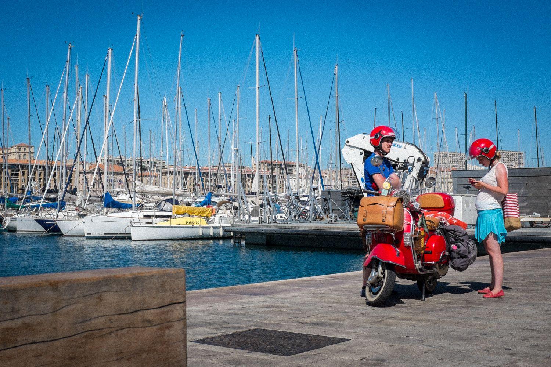 Mit der Vespa nach Marseille - Pause im Hafen von Marseille