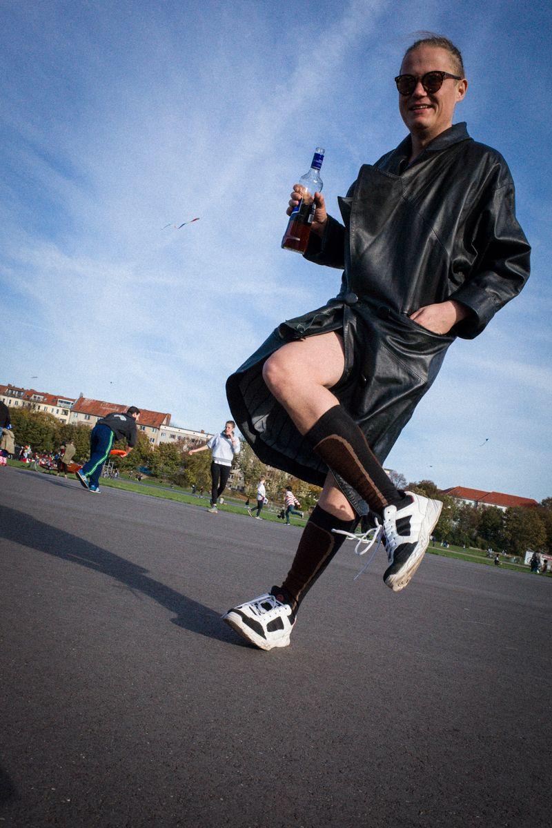 feiern auf dem Tempelhofer Feld in Berlin