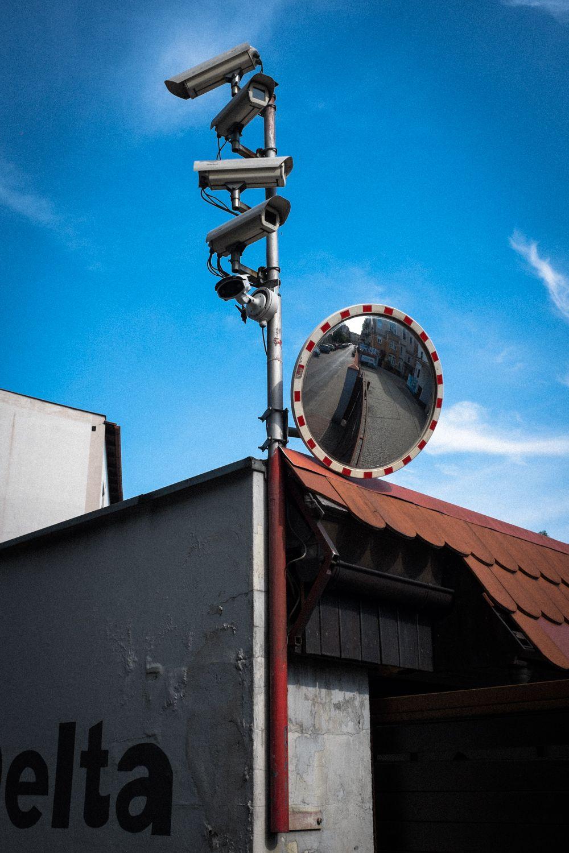 Überwachungskameras an Industriegelände in Posen