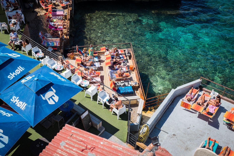 Strandbar an der Küste von Marseille - Streetphotography Marseille