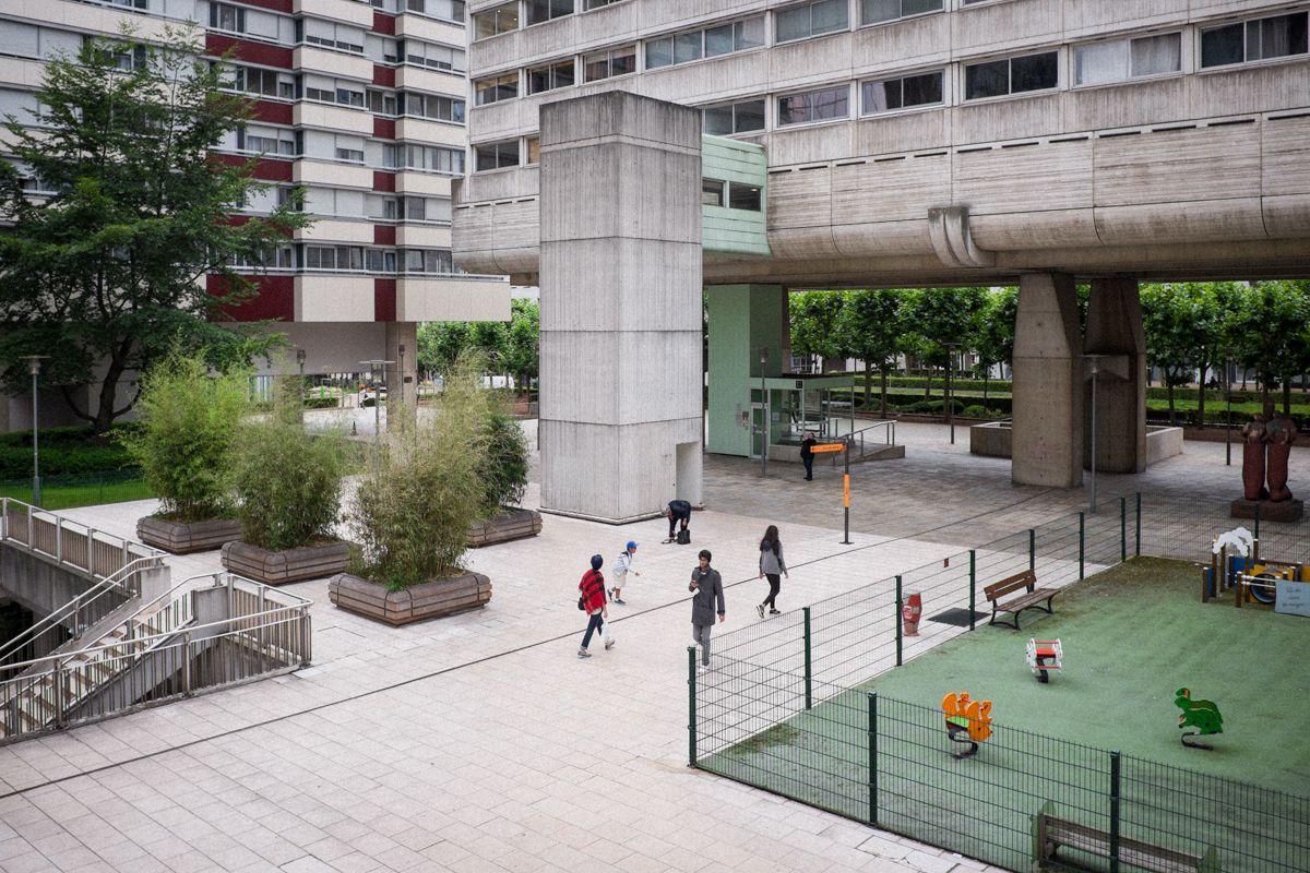 Wohnhäuser im Stadtviertel La Defense in Paris