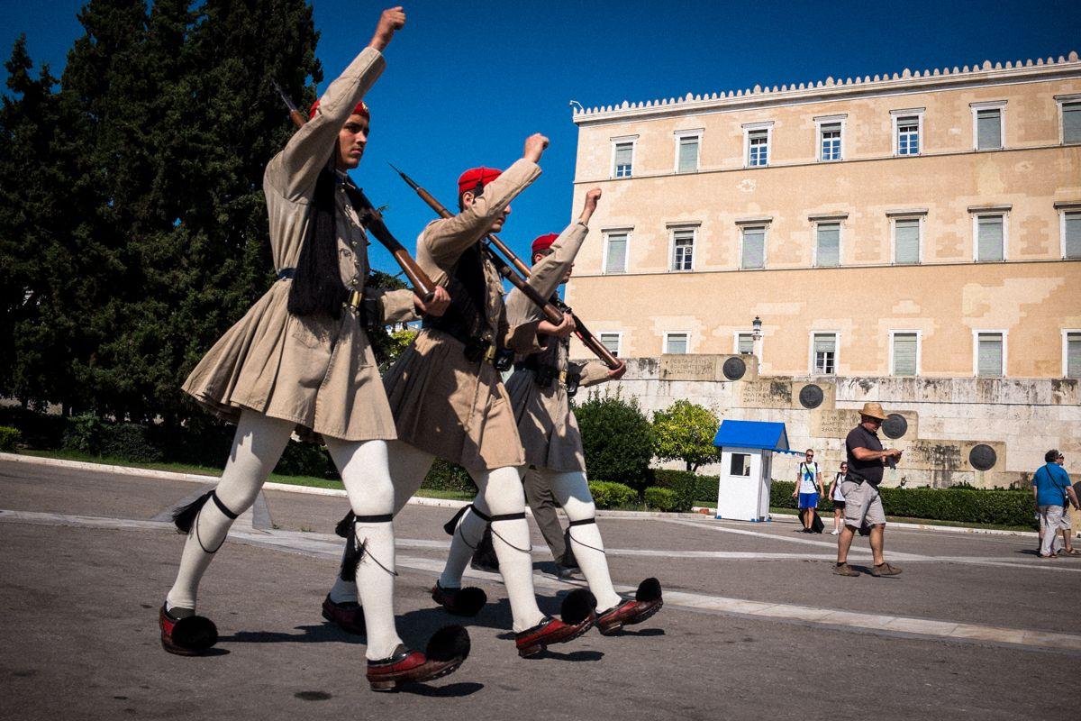 Wachablösung vor dem griechischen Parlament in Athen