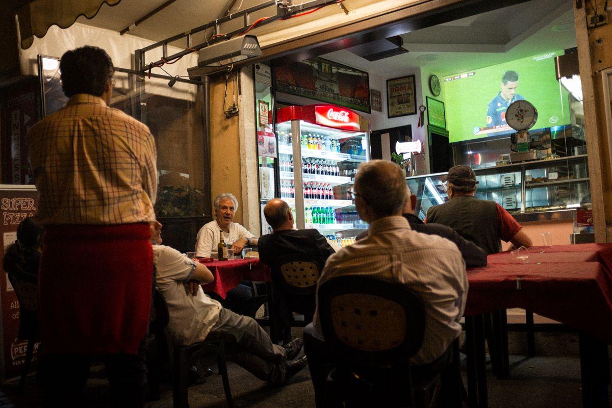 public viewing eines Fußballspiels in Rom