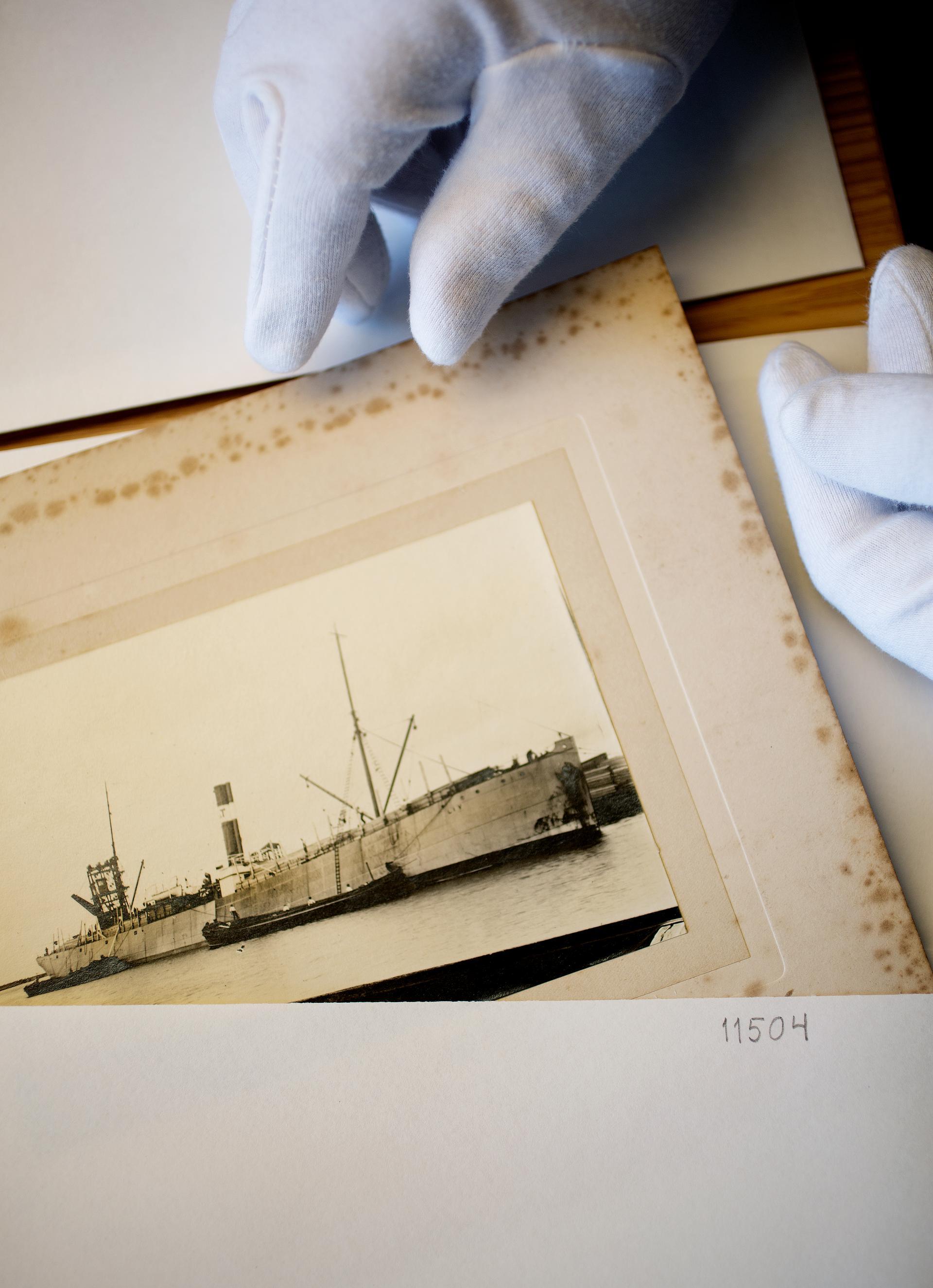 Stolt historie. Til sammen eide Hanna Brummenæs og Bertha Torgersen 14 dampskip og et motorskip.  Cecilie Enger. Foto : Agnete Brun