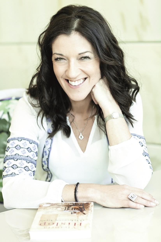 Victoria Hislop er aktuell med August, som er oppfølgeren til Øya.