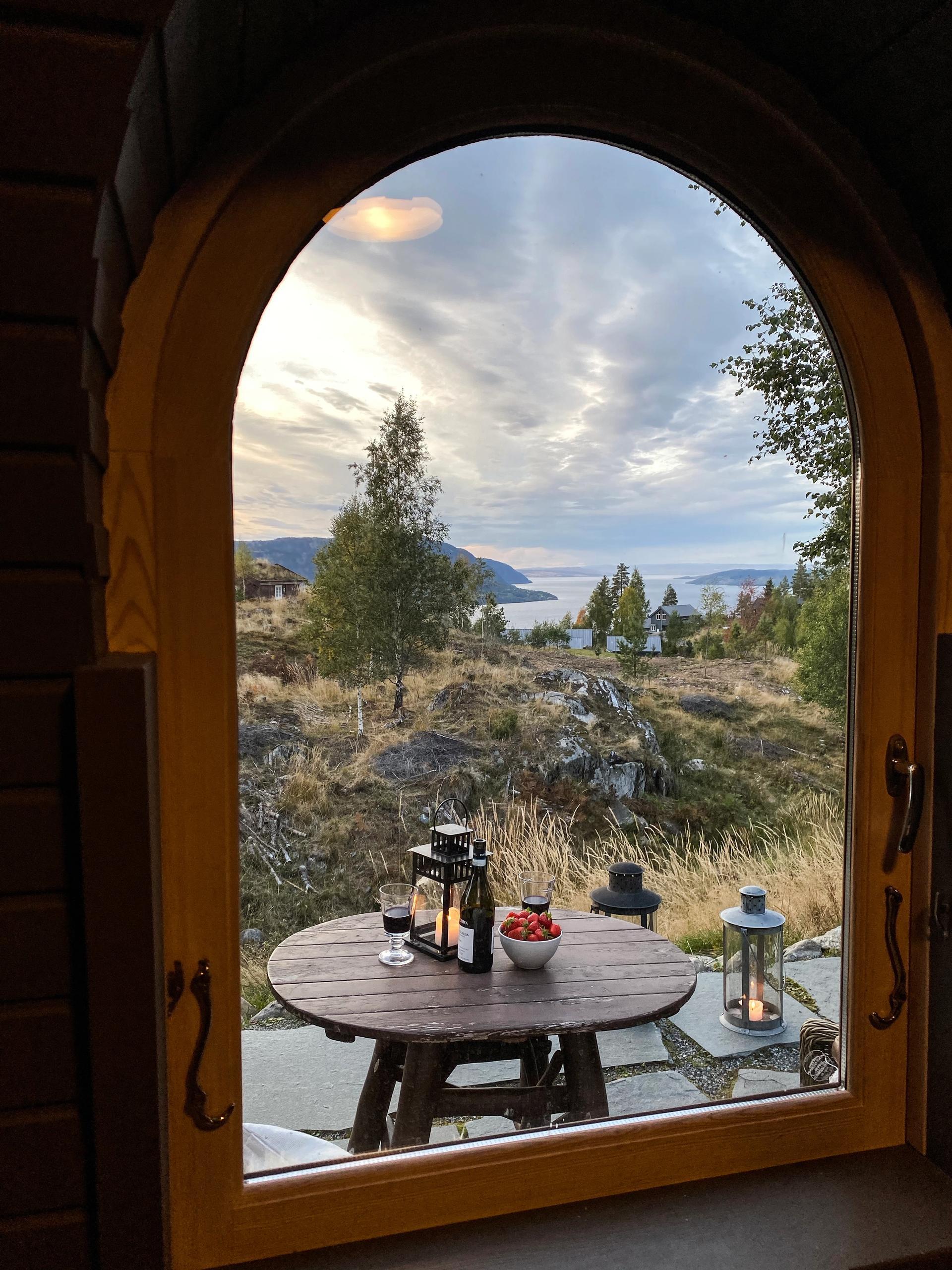 Toril Moland har skrevet om norges vakreste steder.