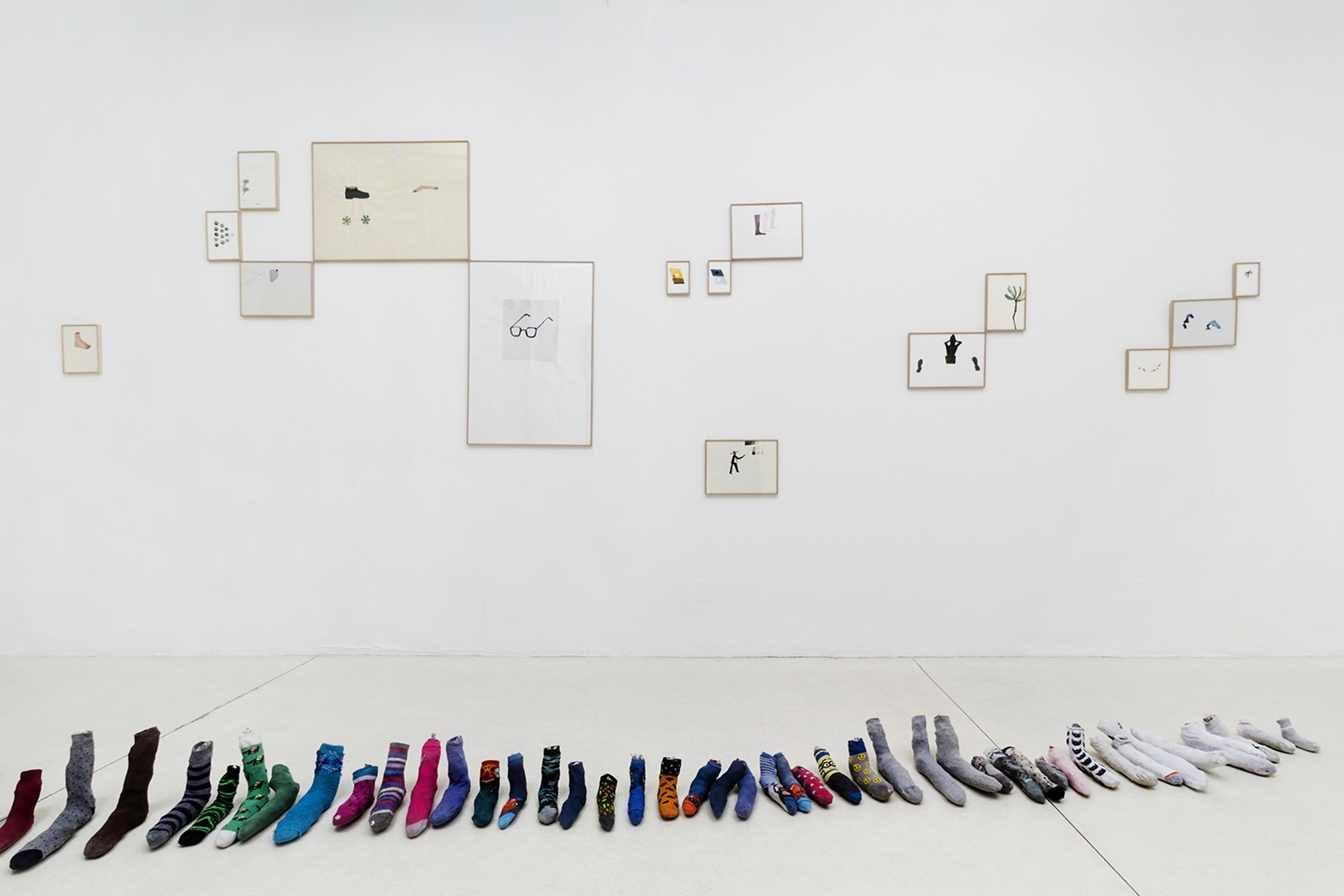 Die Ecke Arte Contemporáneo, Santiago, Chile  Installation view. *Was Machen Sie da?* a collection of 'single' socks.