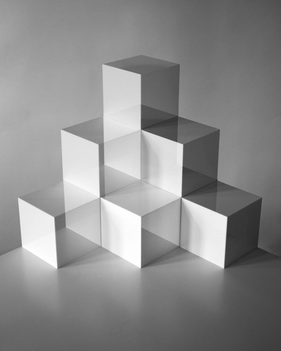 Tom Medwell's Zeitskulptur, first movement, Balance