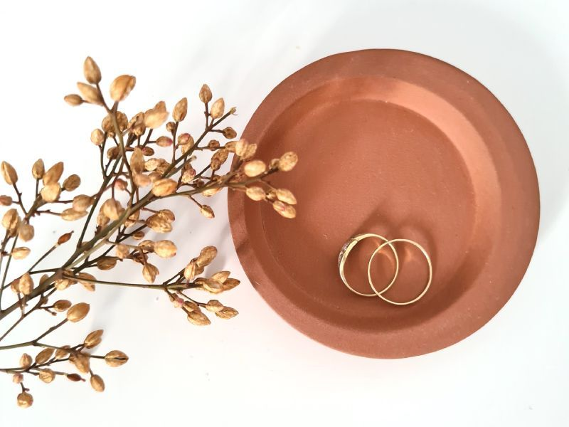 Terra cotta ring plate by Yahalomis