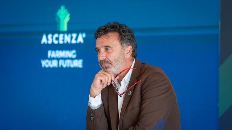 """Manuel Valenciano: """"solo con una oferta completa resolveremos el gran reto de la agricultura en el siglo XXI, alimentar a la población mundial  """""""