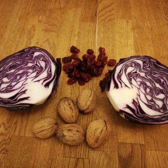 Zutaten Rotkabissalat mit Baumnüssen und Cranberries