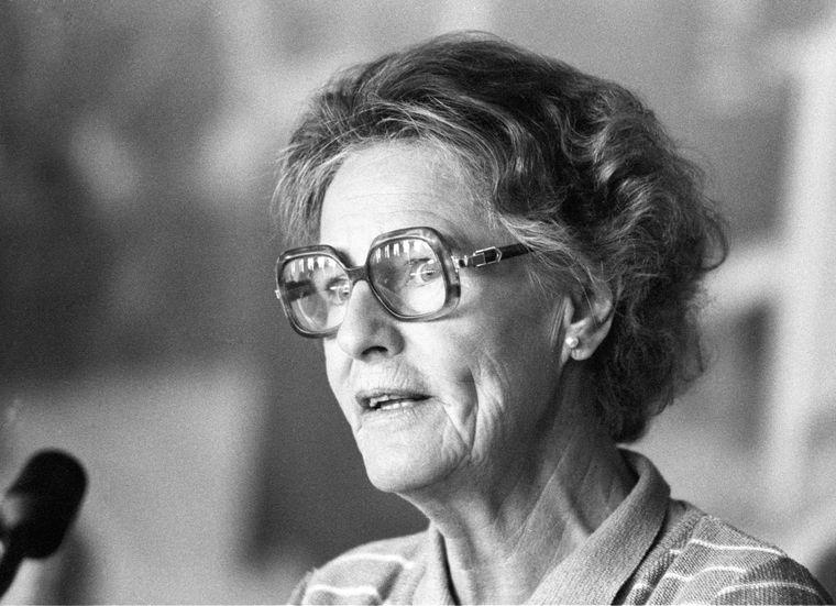 Kommunal- og arbeidsminister Inger Louise Valle (Ap) la fram St.meld. nr. 74 1979–80 for Stortinget.