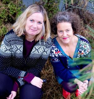 To av kronikkforfatterne Ingun Grimstad Klepp (t.h.) og Tone Skårdal har tidligere skrevet bok sammen om bruk av ull i tekstiler.