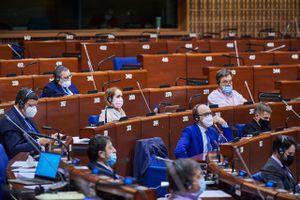 Europarådets parlamentarikerforsamling (PACE) vedtok en resolusjon om vaksiner 27. januar 2021.