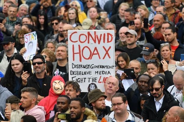 Koronademonstrasjoner har vært arrangert i mange byer, som her i London i august.