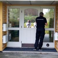 Kriminalteknikere fra politiet på åstedsadressen i Oppegård.