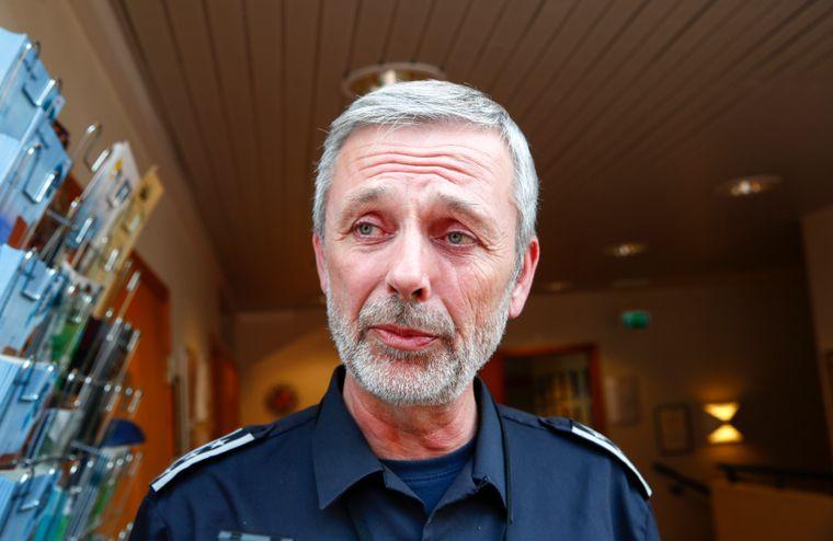 Brann- og redningssjef Nils-Erik Haagenrud kan ikke bekrefte at ingen elbilbatterier tok fyr under brannen.