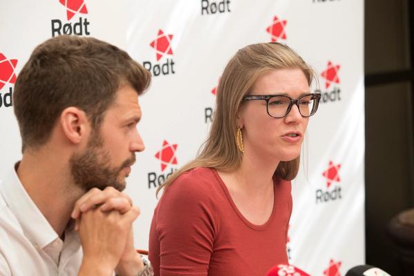 Rødt-leder Bjørnar Moxnes og nestleder Marie Sneve Martinussen på Rødt sin pressekonferanse 28. juni.