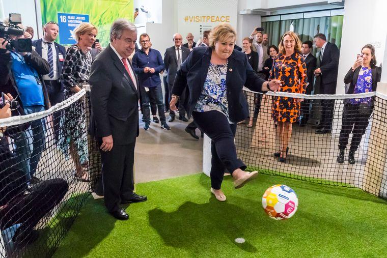 Statsminister Erna Solberg med FN-nål.