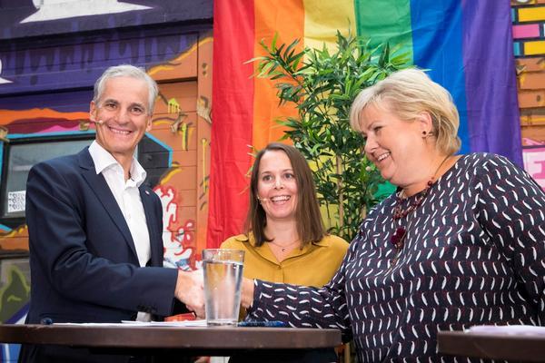 Siv Sandvik ledet den første valgdebatten mellom Ap-leder Jonas Gahr Støre og statsminister Erna Solberg (H).
