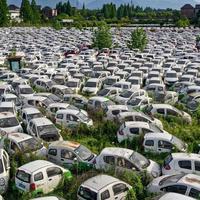 Bildet viser angivelig en fransk «elbilkirkegård», men bildet er tatt i Kina.