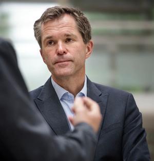 John-Arne Røttingen i Forskningsrådet koordinerer WHOs studie på medikamenter mot covid-19.