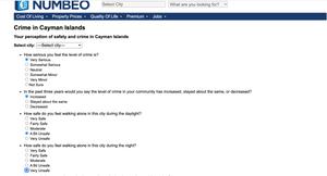 Faktisk.nos journalist fyller ut spørreskjema på Numbeo.com.