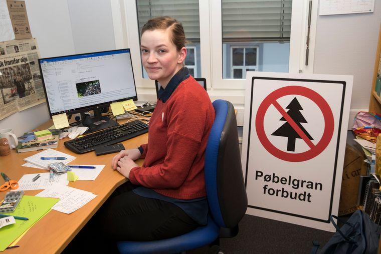 FORETREKKER PAPIR: Leder Silje Ask Lundberg i Naturvernforbundet hevder papirposer er bedre enn plastposer.