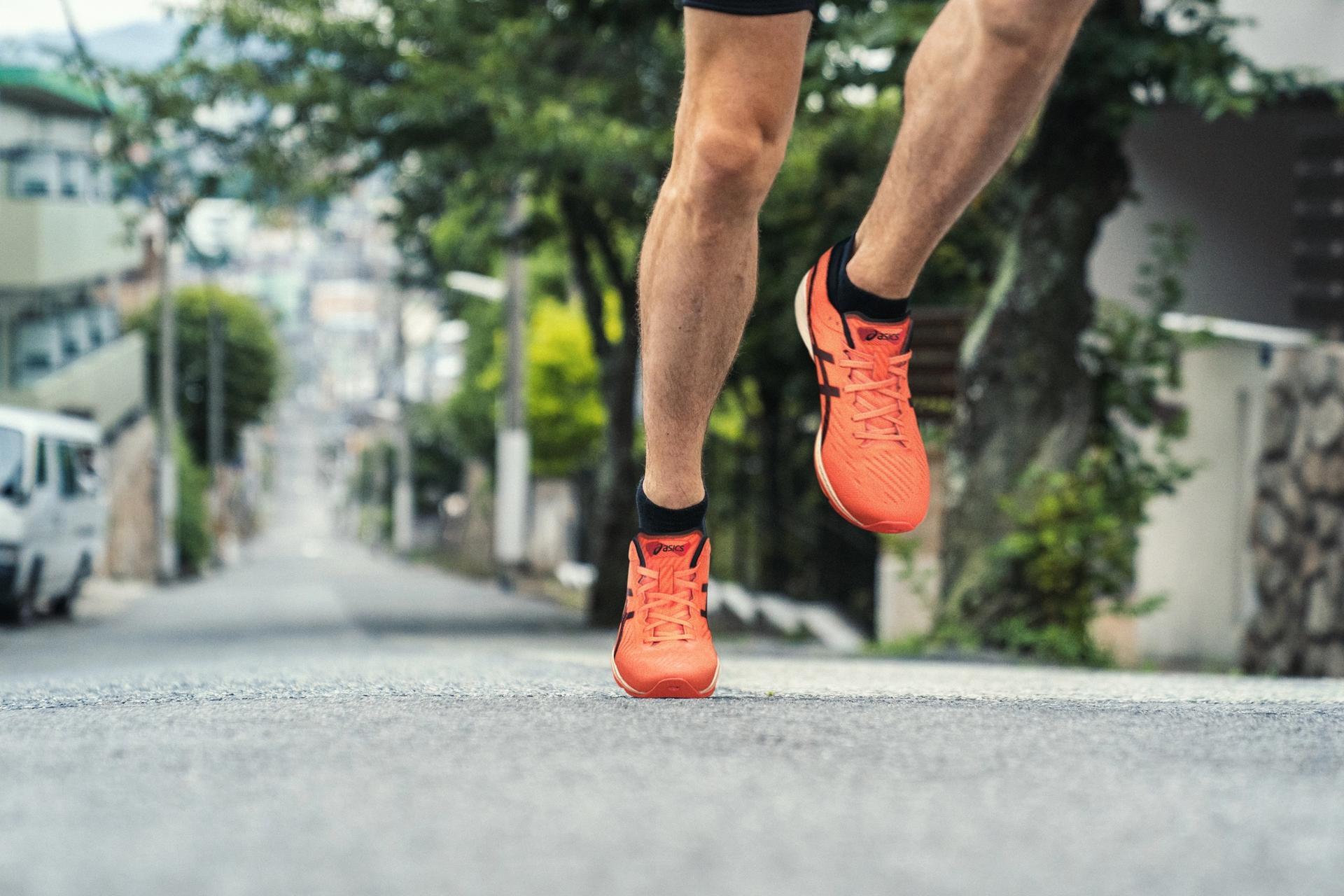 Løper på asfalt med Metaracer