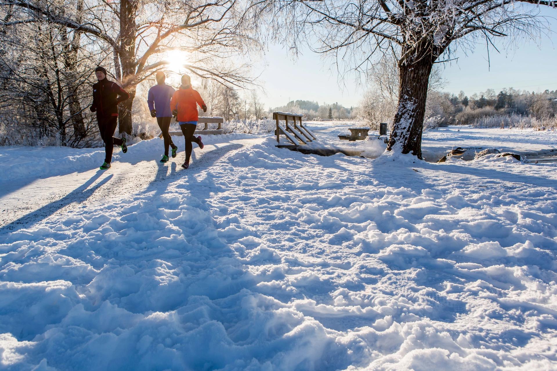 Løpere ute om vinteren