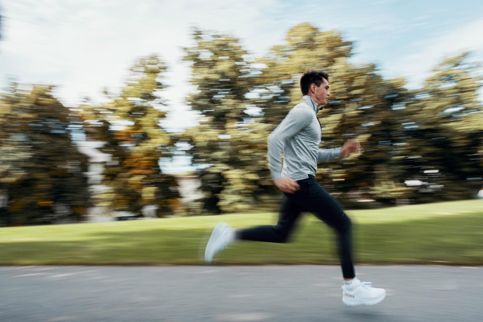 Løper i park