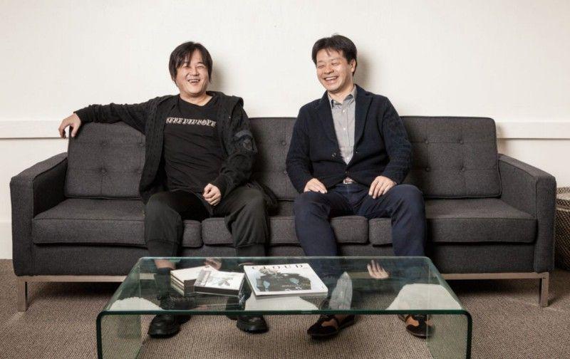Вскоре после выступления на сцене Sony PlayStation Experience в 2015 году директор Final Fantasy 7 Ёсинори Китасе и художник / писатель Тецуя Номура дурачились в офисе Polygon в Сан-Франциско. | Фотограф: Джонатан Кастильо.
