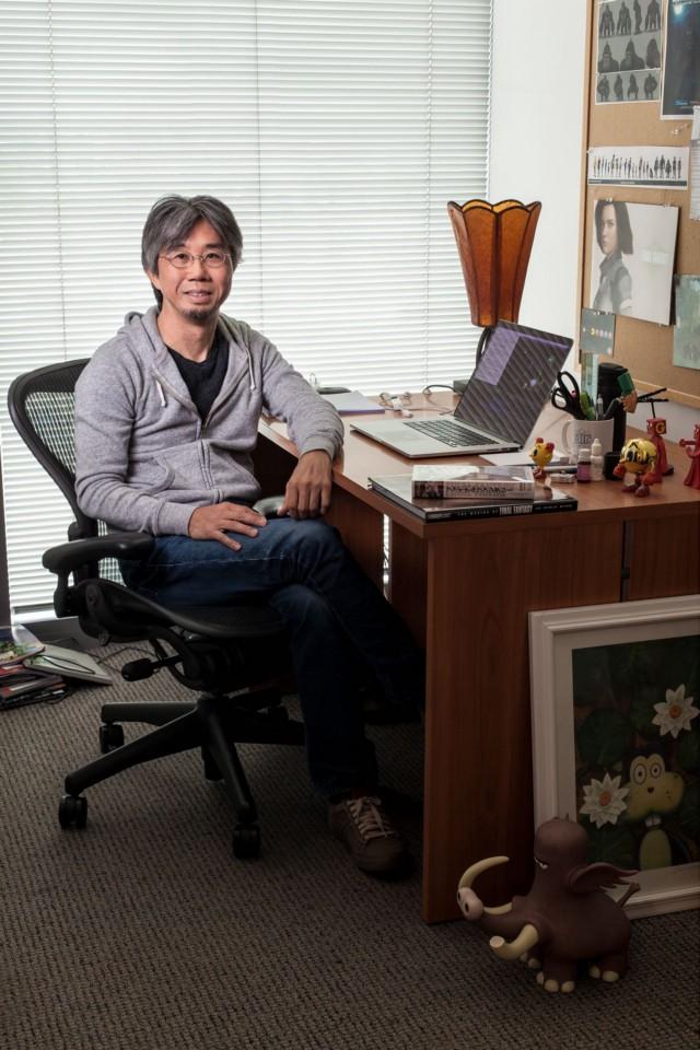 Когда в середине 90-х Square начала нанимать персонал для создания высококачественной компьютерной графики, к команде присоединился Мотонори Сакакибара, который сначала работал над технической демонстрацией Final Fantasy 6, а затем курировал катсцены Final Fantasy 7. Он выступил со-режиссером фильма Square Final Fantasy: The Spirits Within, а затем основал компанию компьютерной анимации под названием Sprite Animation с командой из примерно 10 человек, которые работали над Spirits Within. В 2017 году он руководил Sprite Animation вместе с бывшим старшим вице-президентом Square Дзюнъити Янагихарой.   Фотограф: Джонатан Кастильо.