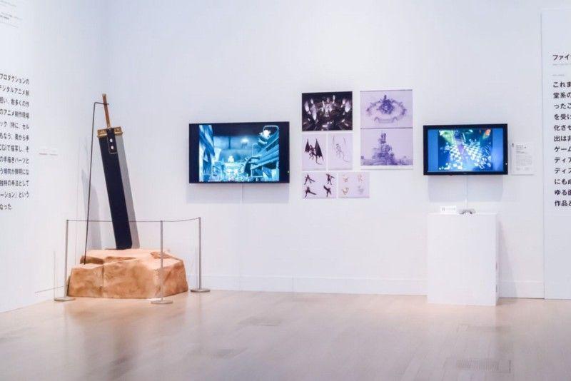 В течение двух месяцев в середине 2015 года Национальный центр искусств в Токио проводил выставку «Манга, аниме, игры из Японии», на которой были выставлены меч Клауда из Final Fantasy 7 и каркасные изображения технологий, лежащих в основе игры. | Фотограф: Ирвин Вонг.