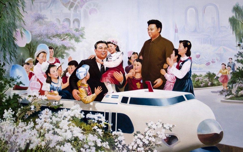 Одна из особенностей эстетики культа личности — включение образа вождя в картину семьи.