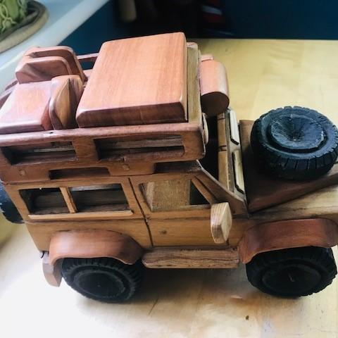 Wooden Land Rover Car (large)