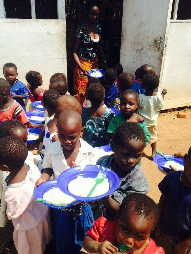 Children at M'teza feeding programme